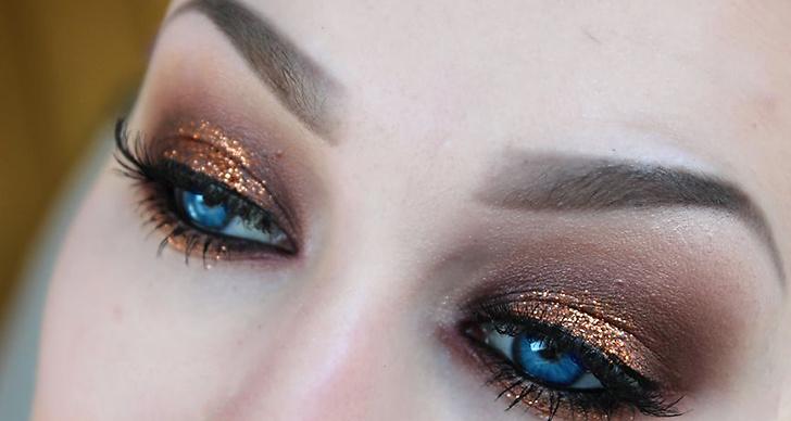 Använd dig av en guldskugga eller guldglitter, så snyggt på alla ögon men framför allt på blå ögon! Sista tipset: om du har ljusa ögon använd en mörkare ögonskugga och om du har mörka ögon använd en ljusare skugga.