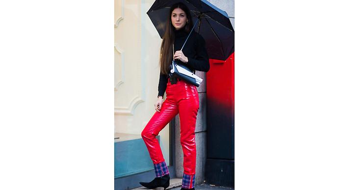 Våga bryta av din svarta outfit med en knallig färg!