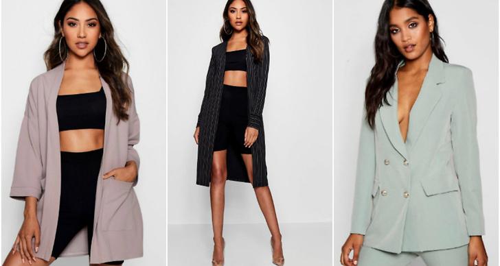 Tre kvinnor klädda i jackor