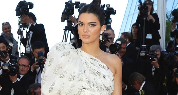 Kendall Jenner i en one shoulder klänning