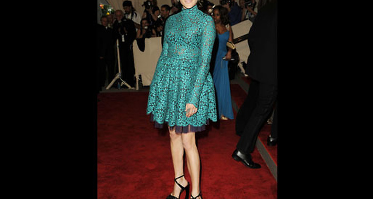 På Costume Institute Gala klädd i spetsklänning från Proenza Shouler. ?
