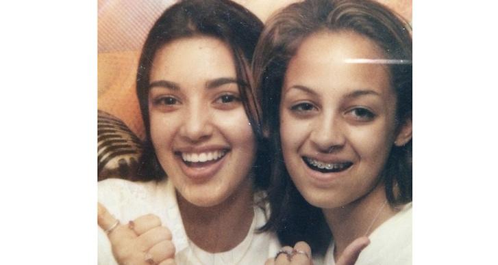 8. Kim är barndomskompis med Nicole Richie. Nicole har även gått i samma klass som Kourtney då de båda gick på University of Arizona.
