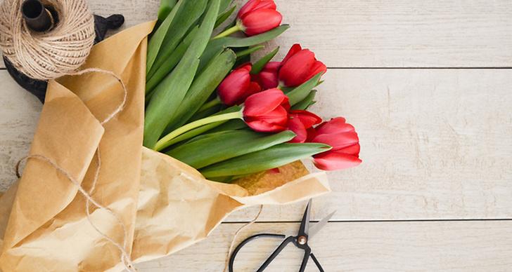 Blommor, tråd och sax