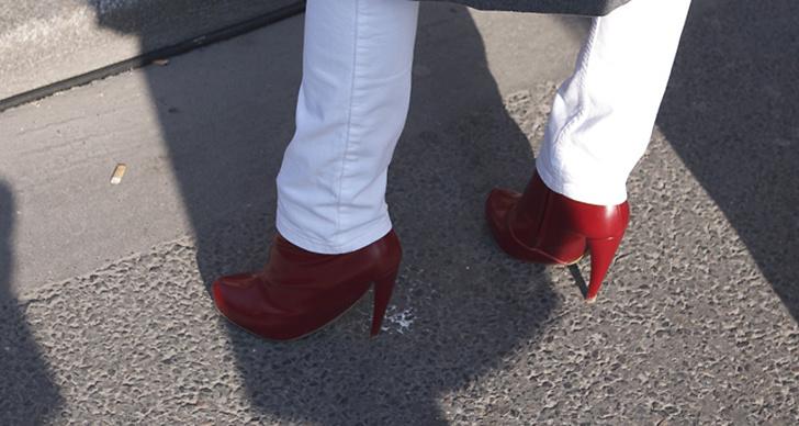 Karolina Kurikova i skor från Maison Martin Margiela.