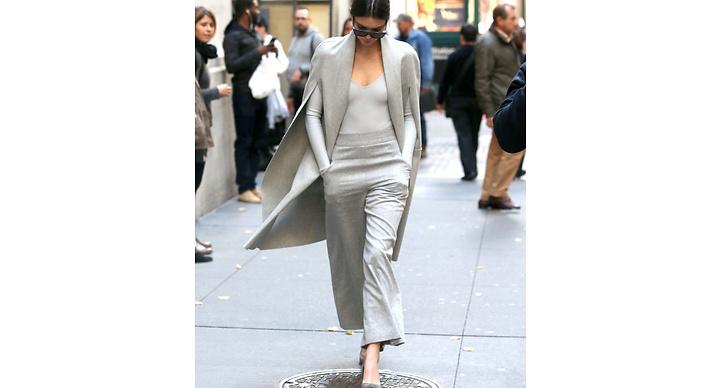 Kendall gillar att köra outfits där allt går ton i ton. Supersnyggt tycker vi!