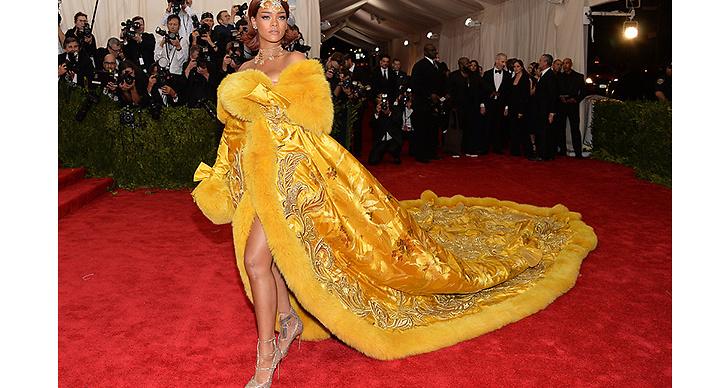 2015 fortsatte hon klä sig i klänningar som blev omtalade över hela världen.