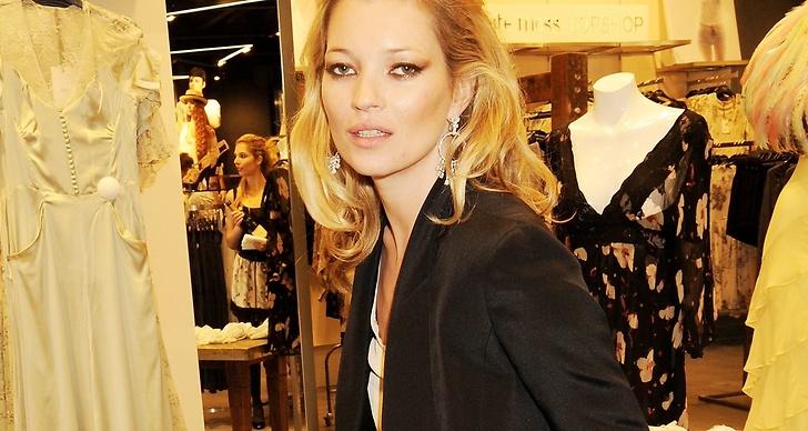 Kate Moss avslöjar sitt lite udda, men väldigt budgetvänliga skönhetsknep.