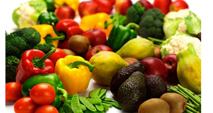 Genom att äta grönsaker rika på karoten, som spenat, papaya och gul paprika, ger du huden en naturlig boost.