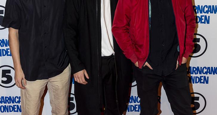 Victor och Emil Beer och Joel Adolphson från I just want to be cool på Barncancergalan 2018 röda matta.