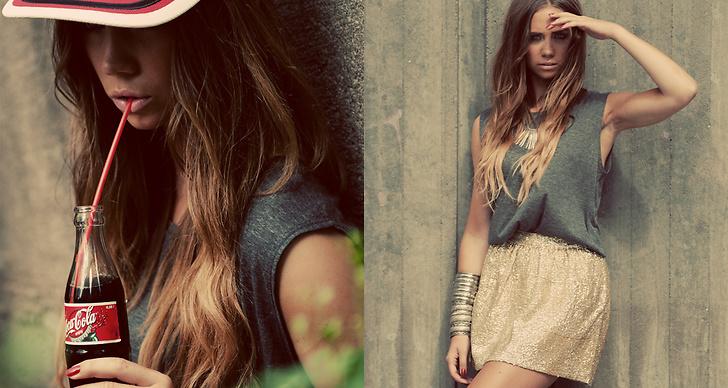 Till vänster: Linne Topshop, keps second hand. Till höger: Linne Topshop, kjol H&M, smycken privata.