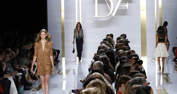 Diane Von Fürstenbergs visning under New York Fashionweek