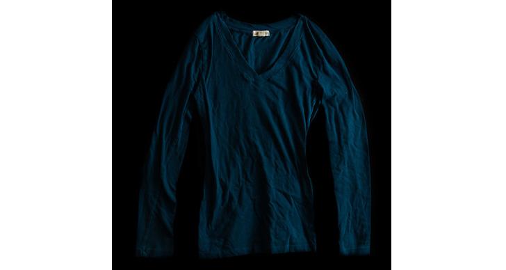 En långärmad t-shirt.