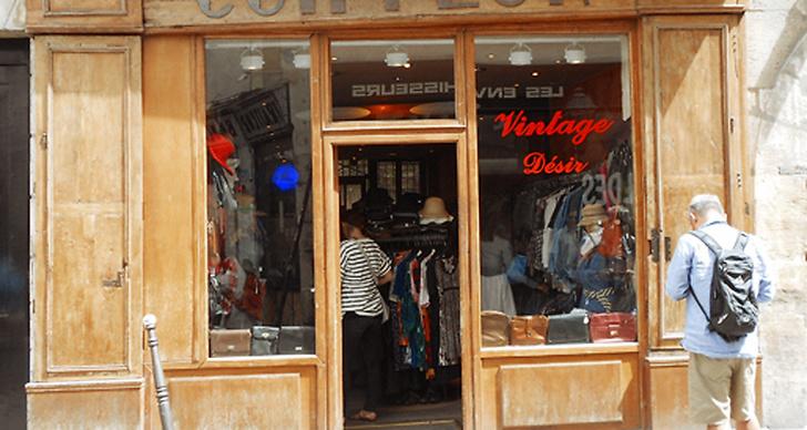 Coiffeur, Rue des Rosiers.