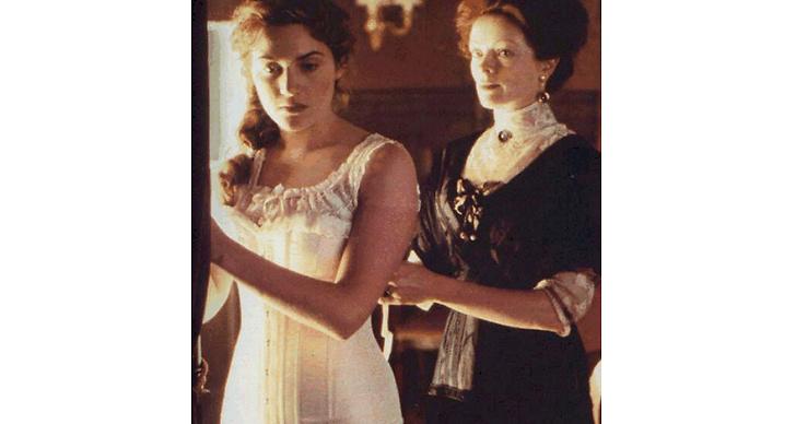 Kvinnan förväntades bära korsetten för att framhäva midja och bröst.