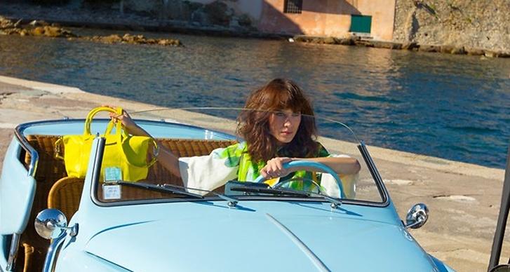 Modeller som tidigare stått framför kameran åt märket är Kate Moss och Coco Rocha.