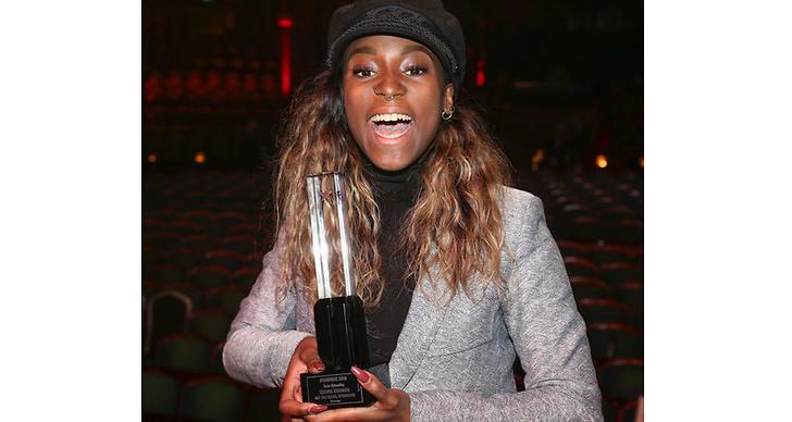 Sabina Ddumba fick pris för Årets Nykomling