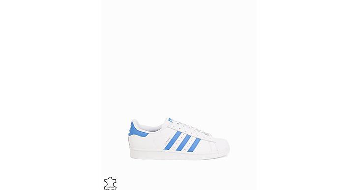 <a href='http://clk.tradedoubler.com/click?p(17833)a(2862979)g(17114610)url(http://nelly.com/se/kläder-för-kvinnor/skor/sneakers/adidas-originals-890/superstar-891089-8/)' title='Adidas' target='_blank'>Adidas</a> tar även lead med pastellfärger, så snygga! 995 kronor.