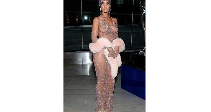 2014 knockade hon världen med denna vrålsnygga klänning. Vi älskar den!