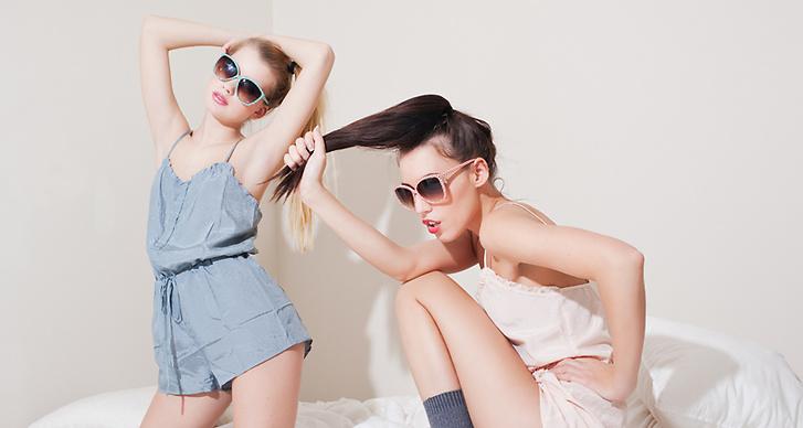 Jumpsuits och solglasögon: Mango.