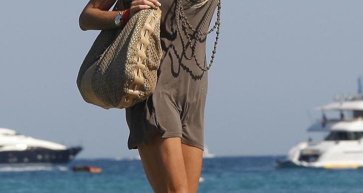 Utsläppt, solblekt hår gör sig fint mot solbränd hy.