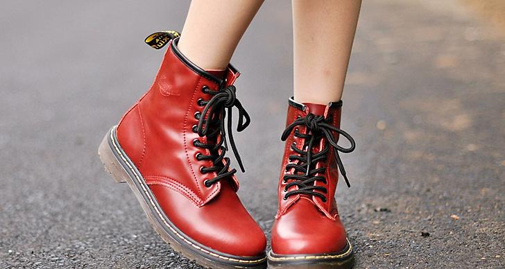 """""""...och både skorna och kjolen fyndades billigt på Xidan market i Peking."""""""